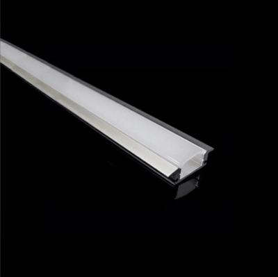Comment alimenter un ruban LED au plafond ?