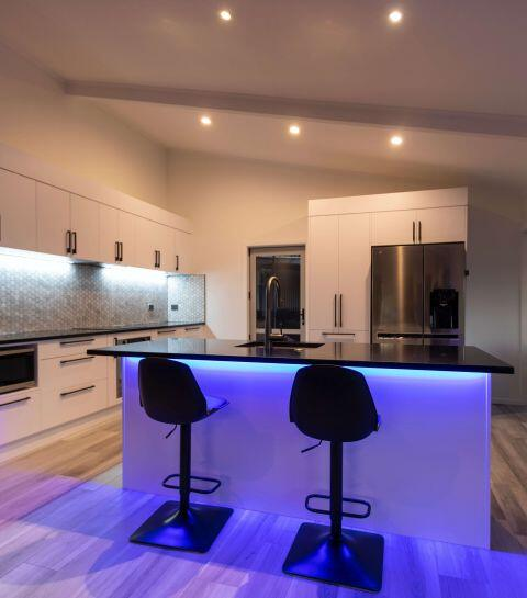 Comment coller des LED au plafond ?