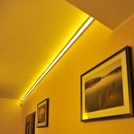 Comment installer un bandeau LED au plafond ?